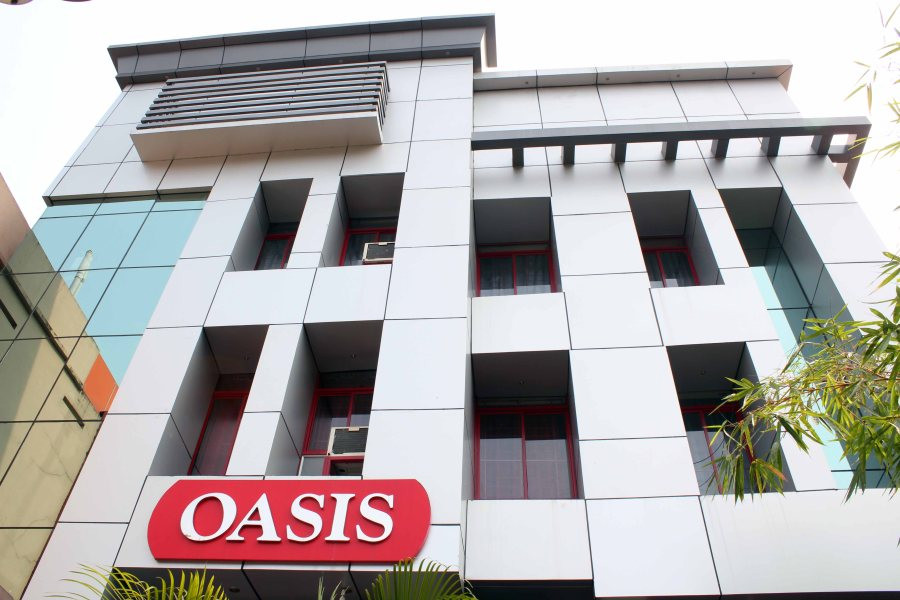 Hotel Oasis is close to Trivandrum railway station and Trivandrum airport. Hotel Oasis is easily accessible as it is only 2 kms from Trivandrum railway/bus Station and within 10 kms from Trivandrum airport.