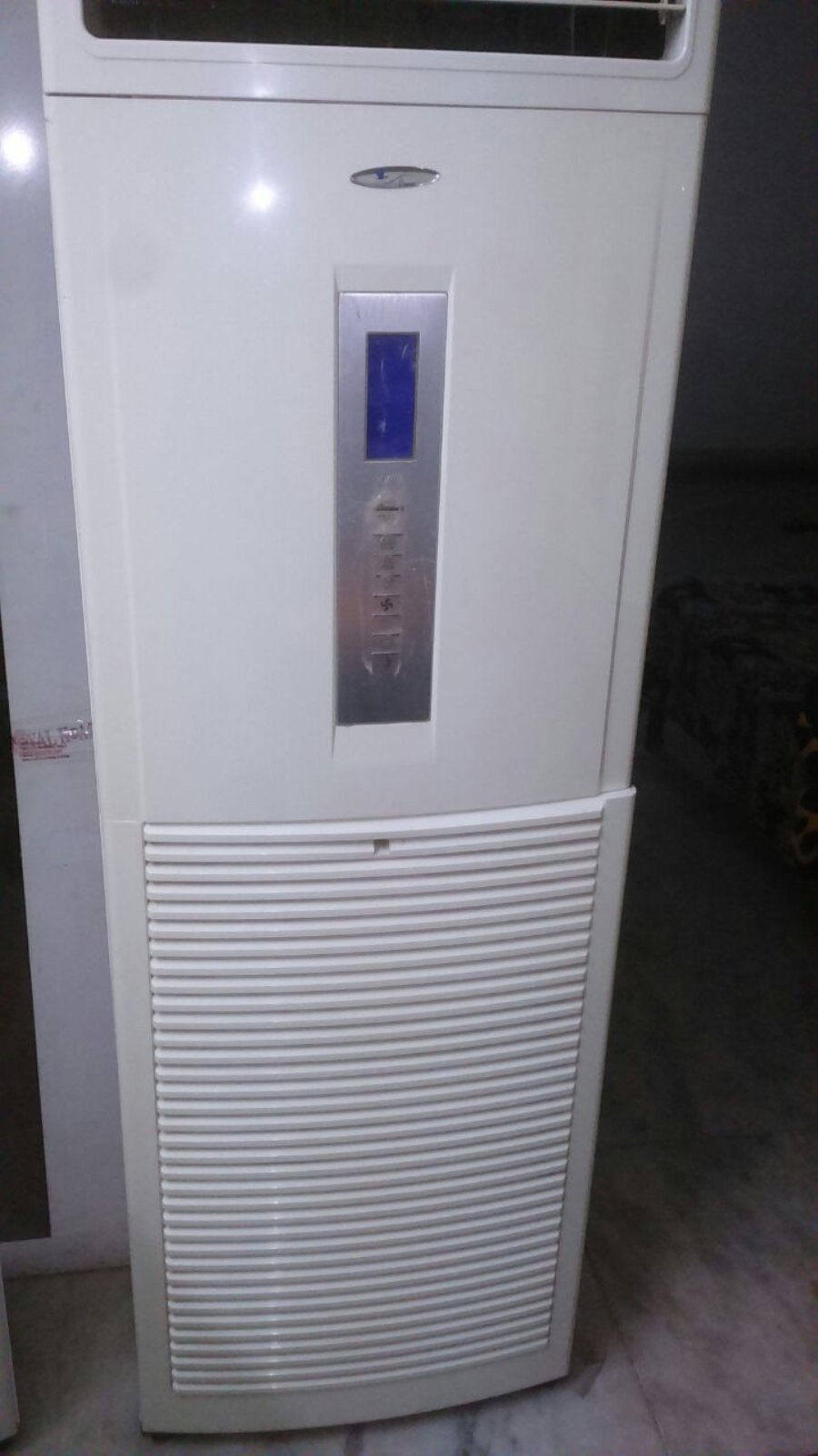Voltas Venture Tower AC  Capacity : 3 Ton Very Good Condition Just Like new Price : Rs 40, 000
