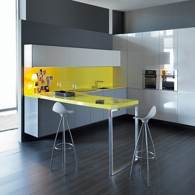YELLOW FEATURE KITCHEN