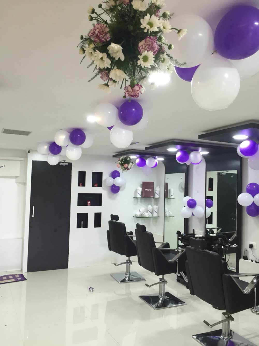 interior deco done with purple and white theme