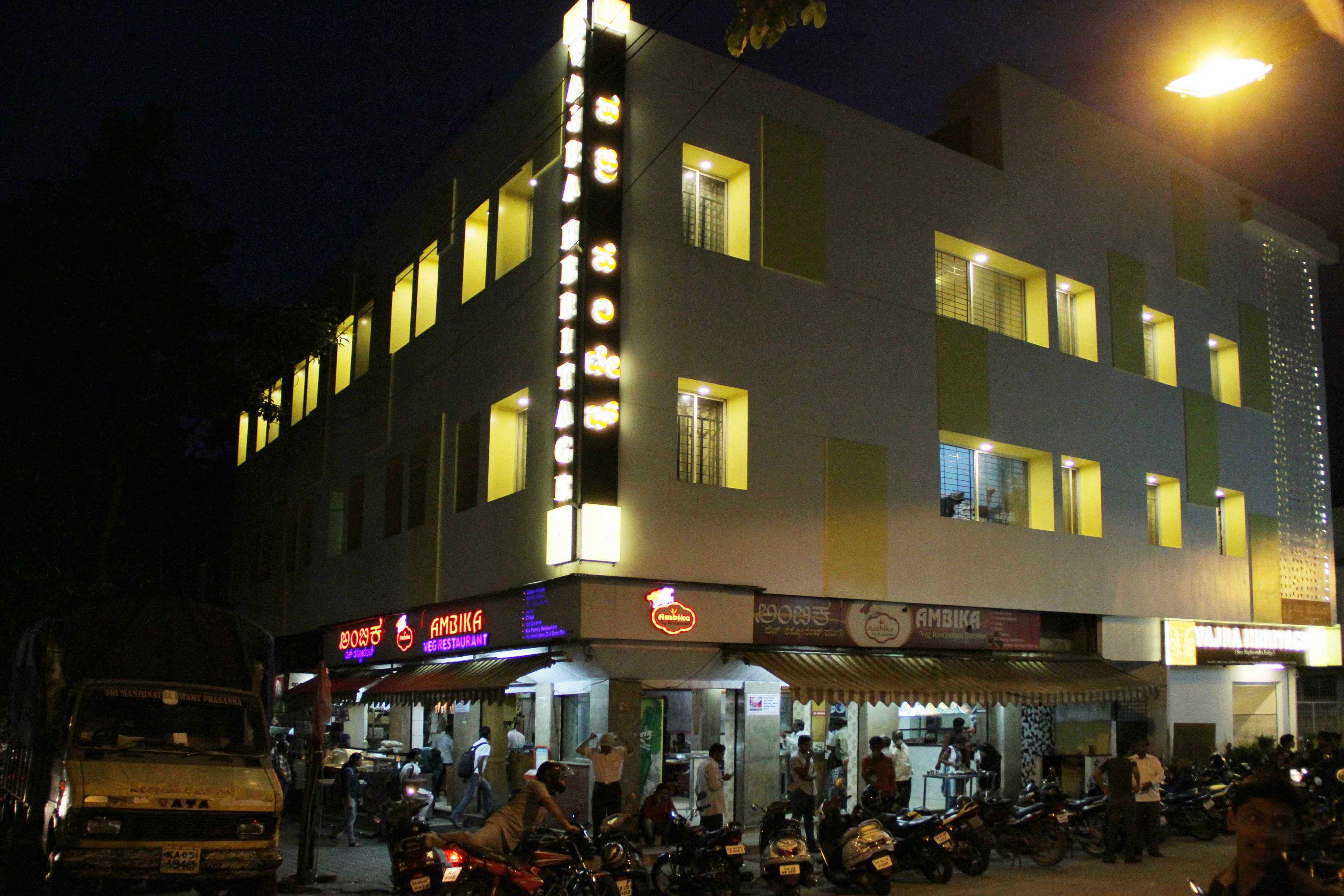 luxury hotels in rajajinagar Bangalore  24hrs hot water with wifi a/c and non a/c rooms