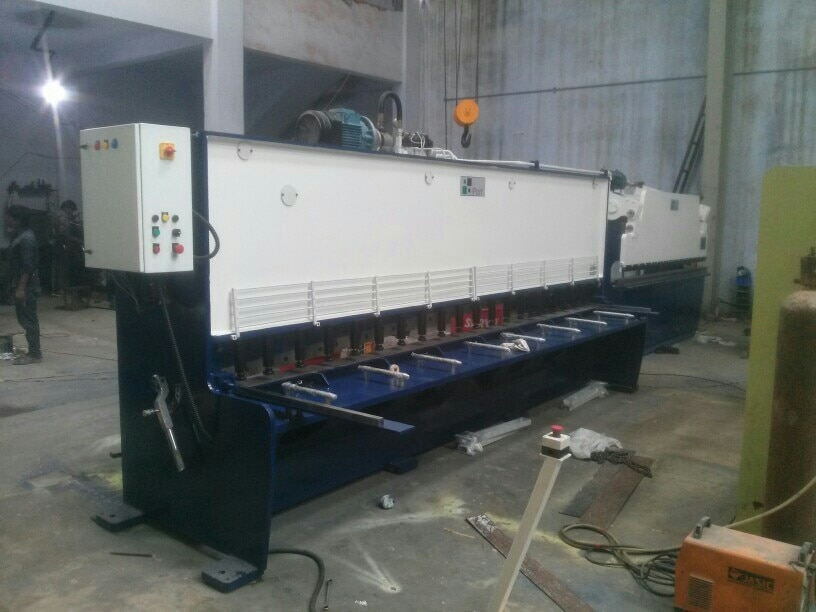 iPan Brand Hydraulic Shearing Machine & Hydraulic Press Brake for sheet metal Forming work at Ahmedabad.   Leave your inquiry at inquiry@ipanindia.com  visit our website at www.ipanindia.com