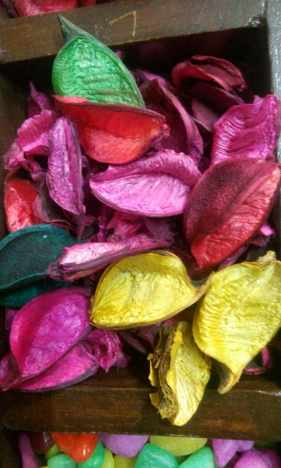 This is pottpouri dry flowers very good quality and finishing.so many colour.