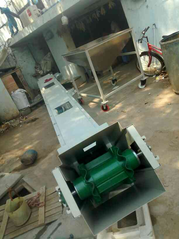 Conveyor for packing machine