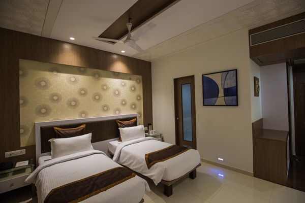 ELEGANCE ROOM | Rs. 3500 hotel in dwarka Manek the Ocean View dwarka gujrat.  Designed to excite, the room is elegantly decorated to give you a feel of luxury and elegance Enjoy the subtlety of its design.