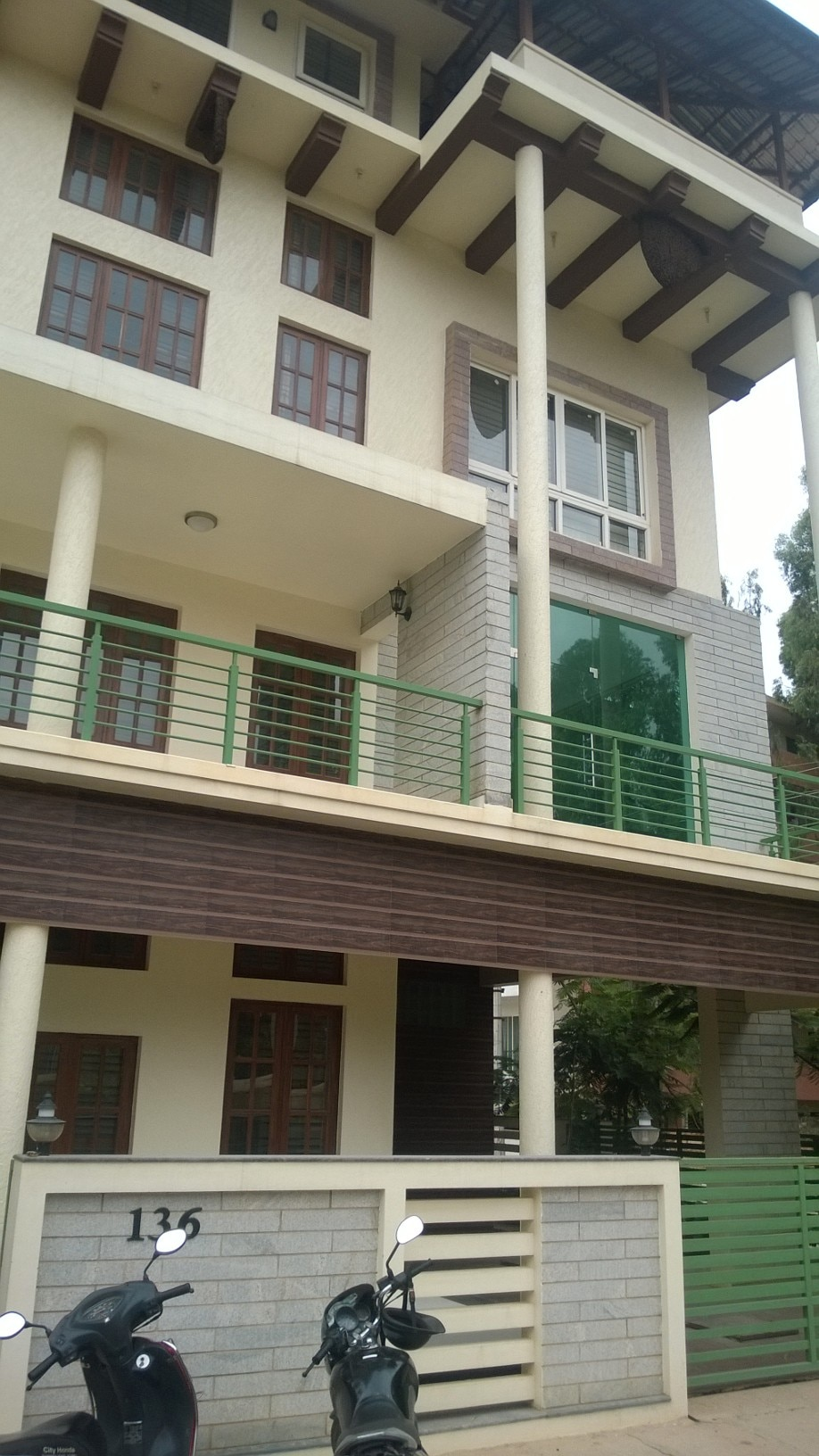 A beautifully designed architectural  house for sale in Byarathi..This area located by good and calm area....... price Rs 30000000................