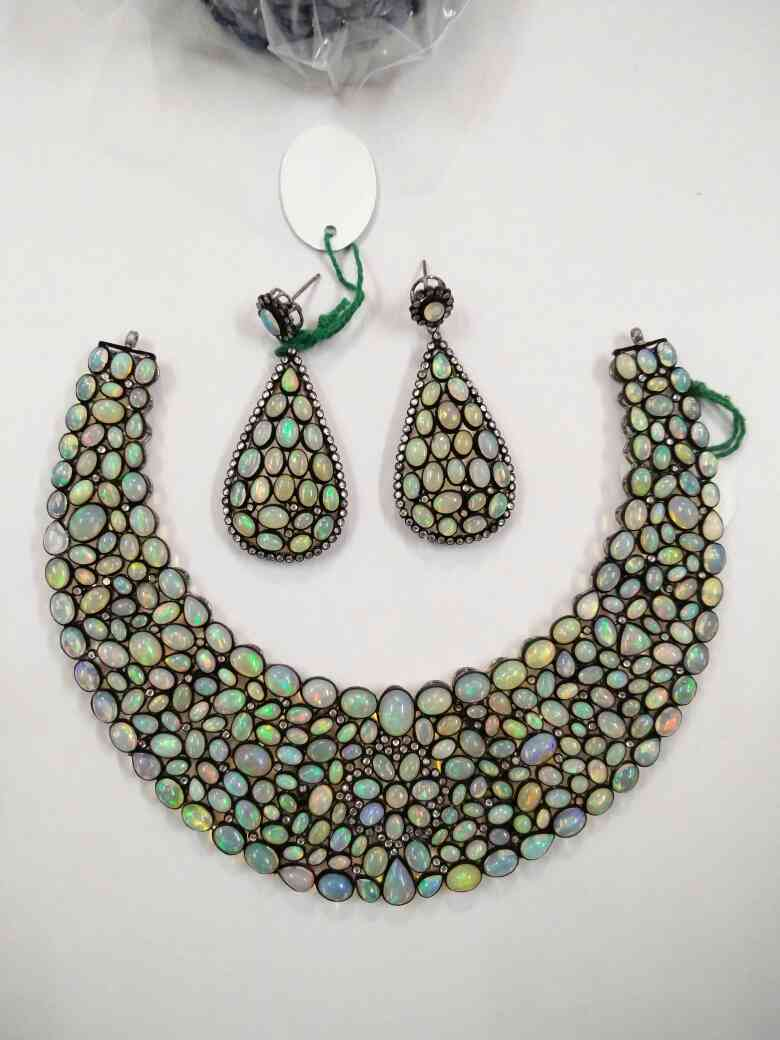 Opal necklace set in