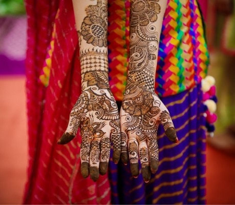 Raju Mehandi Designer in janakpuri delhi.  Designs :- Indian, Pakistani, Arabic, Indo Arabic,  Morroccan, Mughlai, Multi-coloured, Glitter, African, Tattoo mehendi, Marwadi  Best Mehandi Designer delhi we are the best mehandi designer in delhi , noida, gurgaon, faridabad.