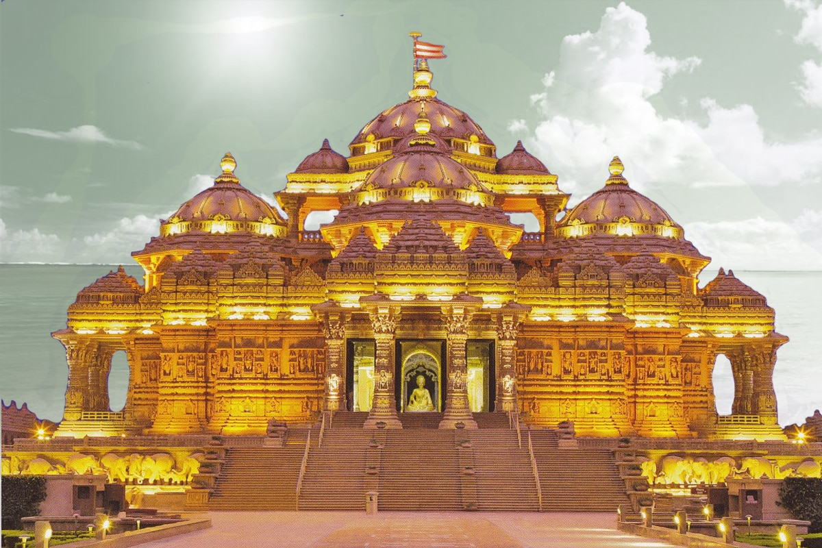 Delhi has many Temples to its credit that invites many devotees across the world. Akshardham Temple is one such place in Delhi, where peace is granted to all the visitors. No longer has an individual had to run places to places in search of inner peace. Akshardham means the divine abode of God. The Temple was built in praise of Bhagwan Swaminarayan who is considered to be a great sage of HIndu culture. It was inaugurated in the year 2005. The Temple promotes spirituality in all the forms.