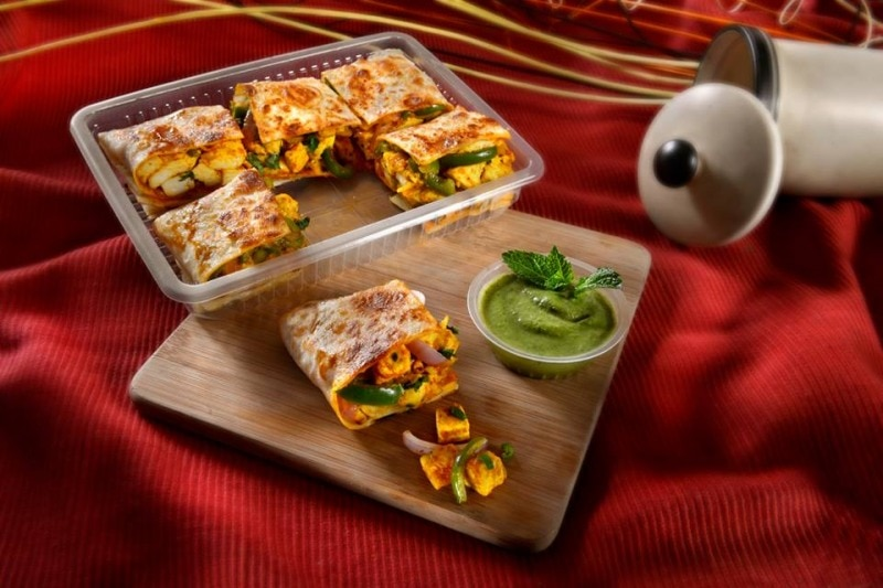 Food tray manufacturer with best quality and very competitive prices with MOQ of 500 pieces only and door delivery options available.