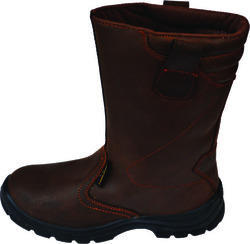 Safety Rigger Boot In Mumbai We are manufacturer and supplier of Safety Rigger Boot. These are known in the market for their stylish patterns and wide range of design. We are appreciated amongst the clients for offering products in the stipulated time frame. Our products are available in varied colors and sizes. Features: Excellent heel support Anti Skid/Water Resistant Oil/Acid/Chemical resistant Abrasion/Puncture resistant