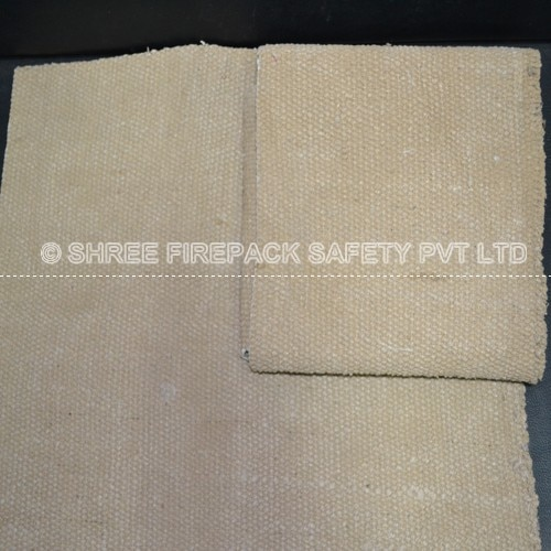 fire blanket material Fire blankets are made of many materials. Two of the most common are made from fiber glass like fabric which can be woven into a supple or pliable type of material to allow the blanket to conform to many differing shapes, sizes.