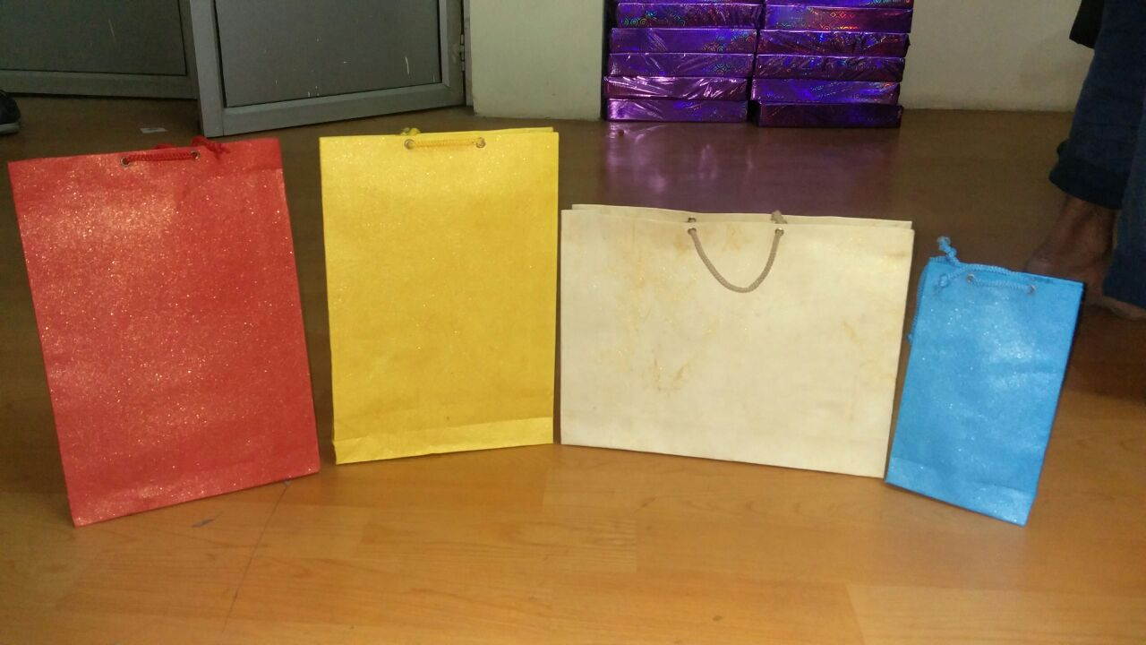 Designer Paper Bags for Birthday Parties, Return Gifts, Corporate Gifts, Retail Stores. We are the leading Suppliers, Traders, Distributors for the customized paper bags which can be used in several ways.
