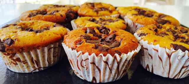 amazing fresh orange n chocolate tea cakes  from the house of rashis walnut fudges from Gujarat ahmedabad India the best cakes 100% eggless