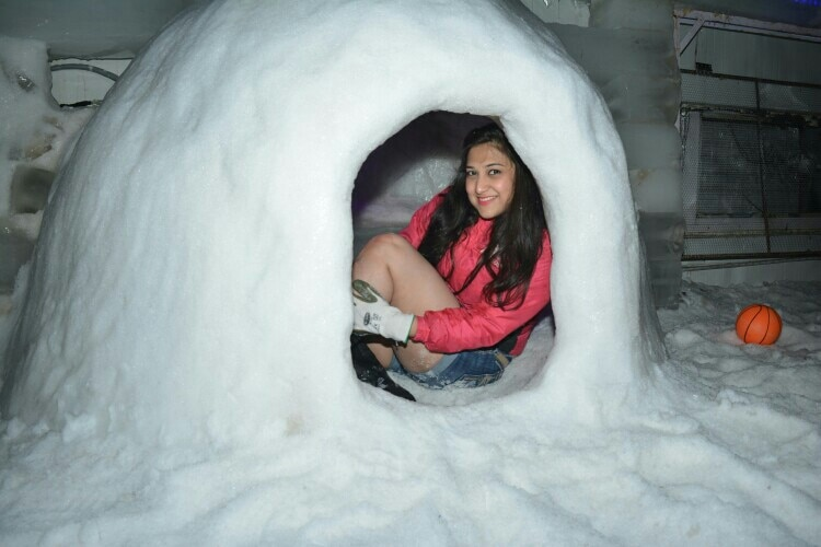play with snowman and igloo in Goa... Snowpark in Goa