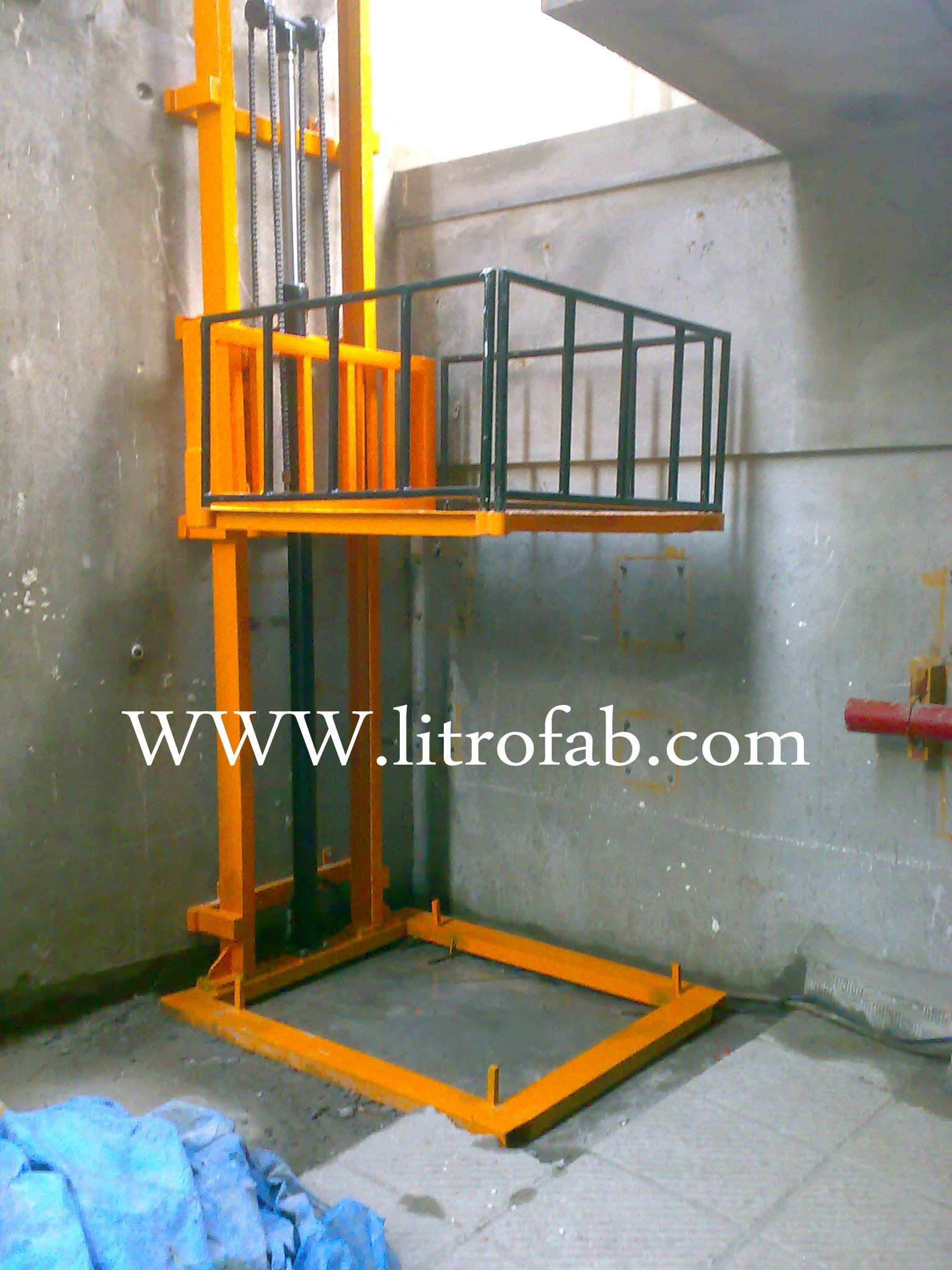 Hydraulic Platform Lift Heavy Load Cary One floor to another Capacity 250 to 3000 Kgs Number of floor Customised