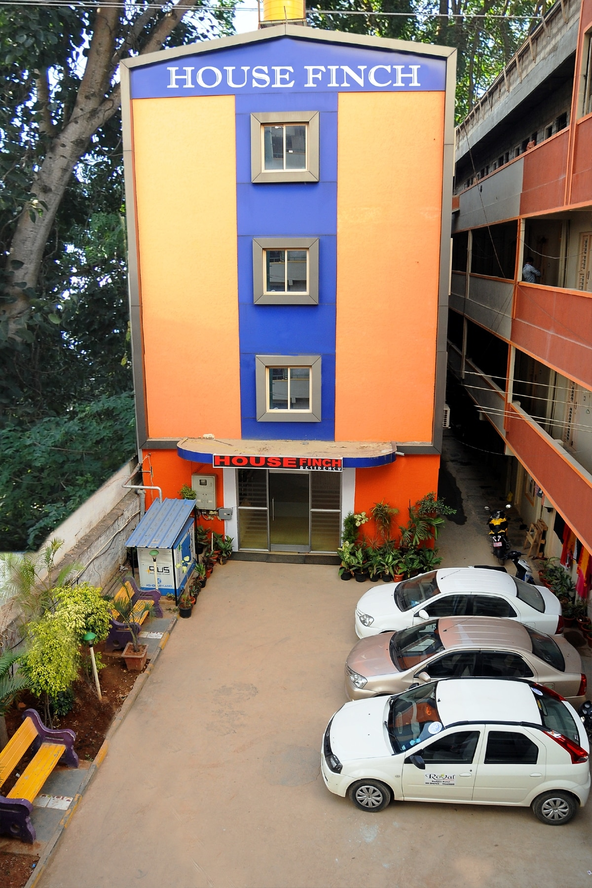 Housefinch residency, Nearest low budget hotel to international airport, bangalore. which offers 25% Discount on tariff.