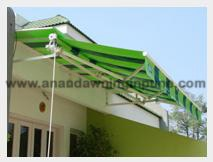 RETRACTABLE AWNING W