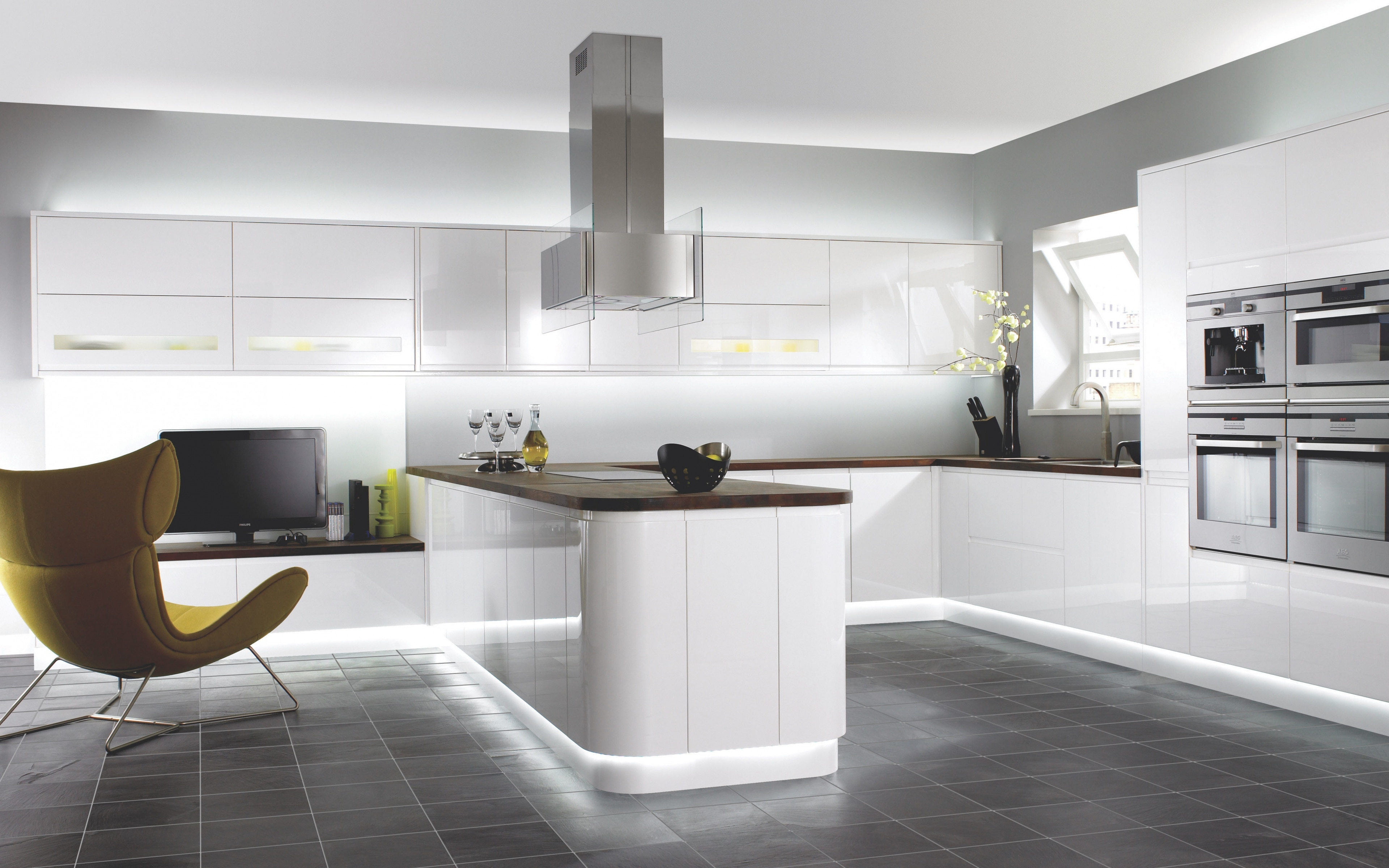 This december 2016 we designed the modular kitchen for one of our client's house at Adyar, Chennai. This interior decoration includes the modular kitchens, wardrobes, kitchen chimneys, ventilation door, wash basins, sanitary tubes and fittings. Everything is in International standards and cutting edge technology to provide the Royal and Luxurious feeling when entering into the kitchen. This designs is selected by the client  through the 3D demo view before we start the work for Interior.