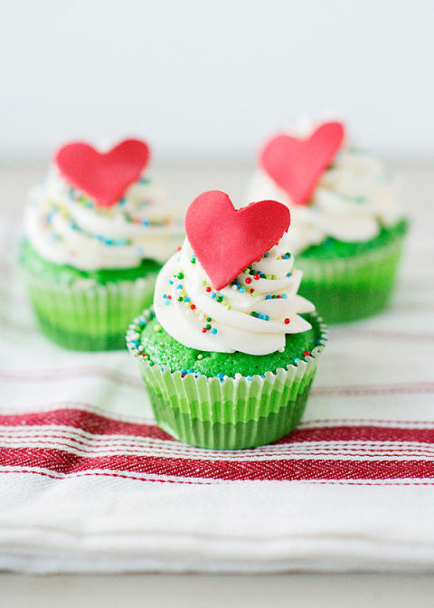 Merry Christmas!!! 🎁🎅   The Grinch Who Stole Christmas Cupcakes They say his heart grew three sizes that day...
