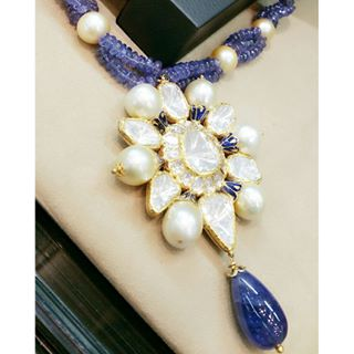 Beautiful polki pendant set with pearls and blue beads in 18kt gold