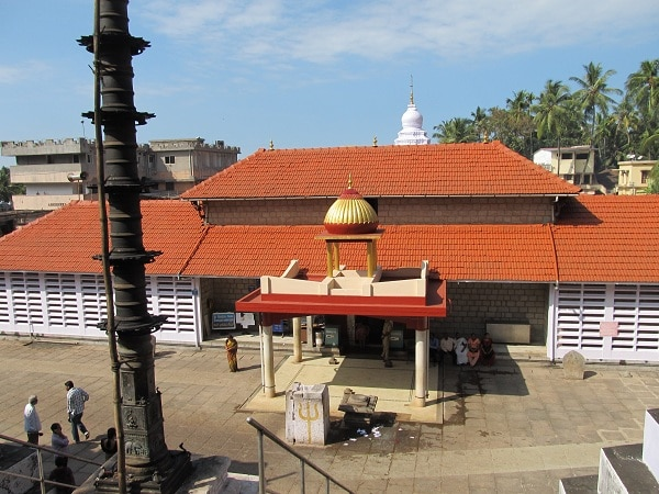 Best car hire rates in Mangalore Built in 1068, this temple has a Buddhist architectural influence on the basic Vijaynagri style. It is situated at the base of the Kadri hills, the chief deity being Manjunatha.