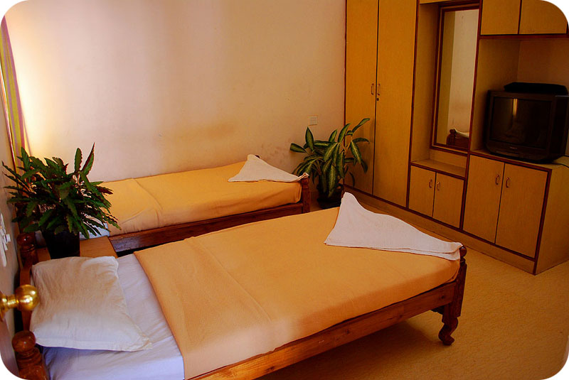 2bhk fully furnished service apartment in kodihalli behind Leela Palace .  with loaded kitchen, house keeping service