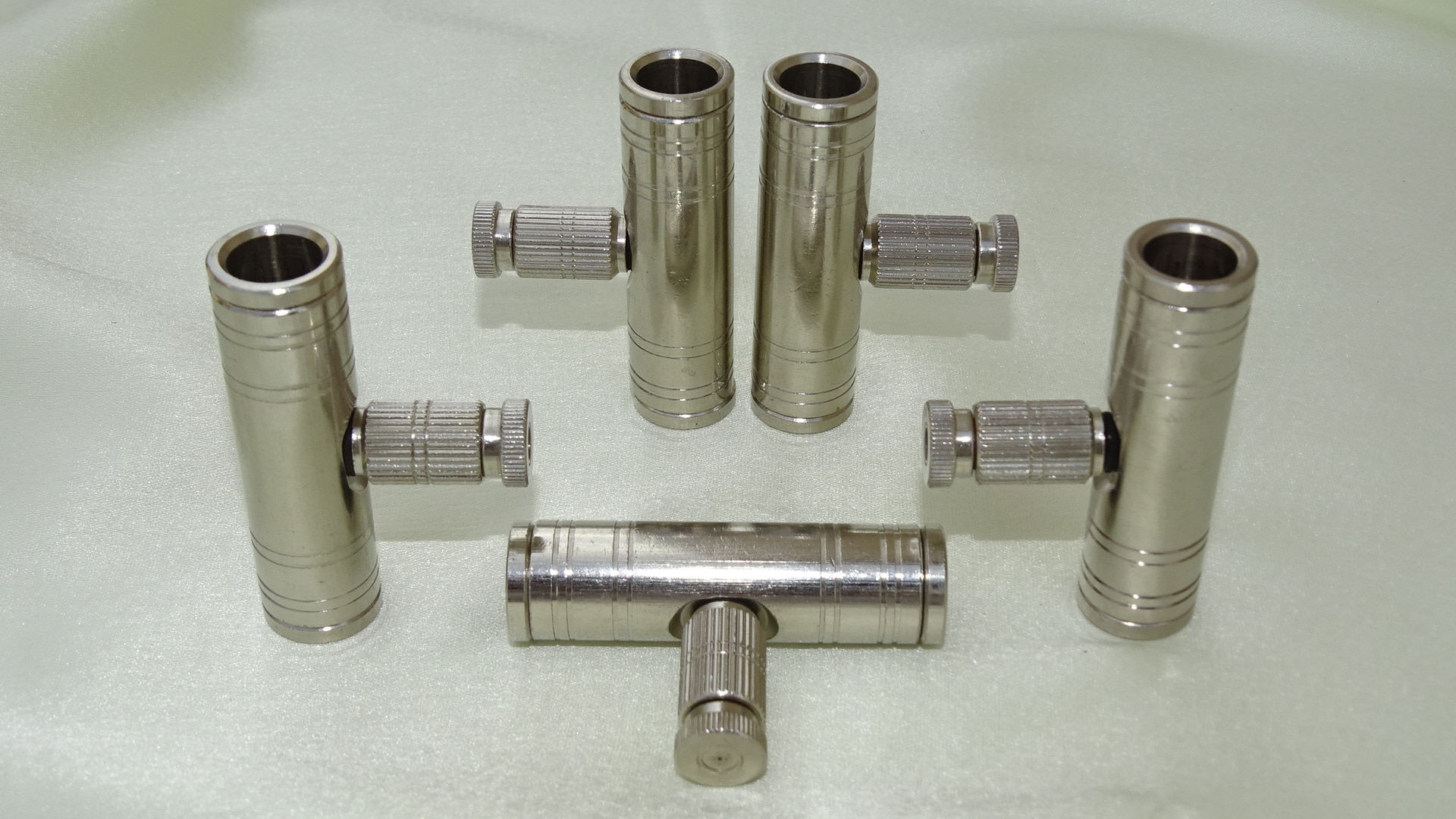 SLIP LOCK CONNECTOR plays key role in high pressure misting system. We make accurately 3/8 push type connectors to push & pull easily. Nickle Chrome Plating gives it smooth finish look.  We are Rajkot based Manufacturer & supplies to all major cities in India.