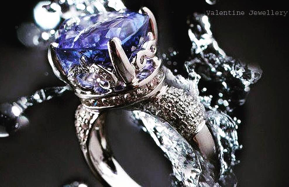 Dive and make a splash of love ❤️ this Valentine's Day with our exquisite gemstones collection. #jewelrywholesale #finejewelry #manufacturer #gemstonesjewelry #luxuryjewelry #tanzanite #HappyValentinesday❤️️