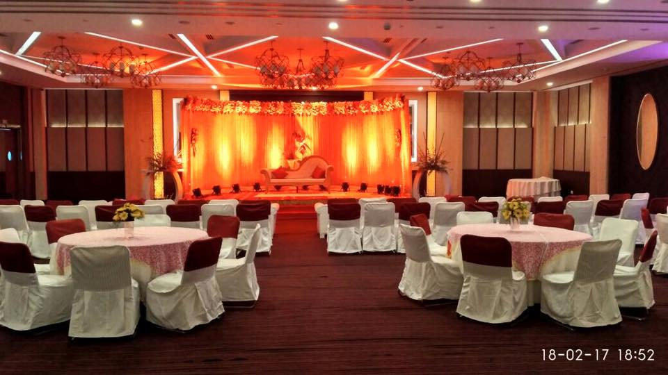 Another beautiful stage all set for welcoming the host and their guests. Thanks to you #Celebrations are always underway at Country Inn & Suites by Carlson Sohna Road, Gurgaon. For more details please click here: http://bit.ly/25ppGuf.
