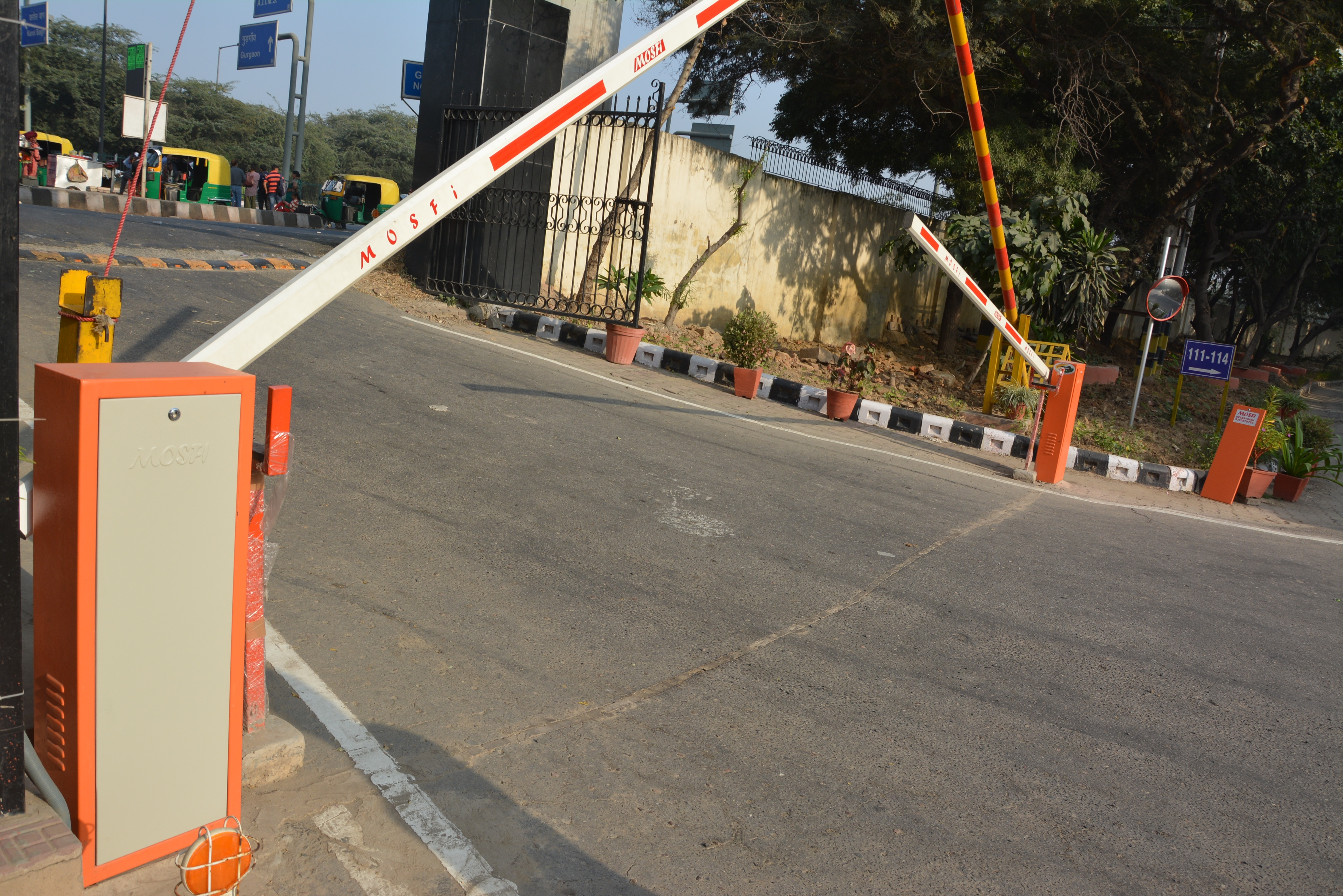 Automatic Boom barrier   Boom barriers are known to provide security at both the entry and exit points of various organizational buildings and security checkpoints etc. Be it the corporate houses, factories, residential buildings, toll tax points, office complexes, or any access points on a particular roadway, it is the boom gates that efficiently control the access of the vehicles. Whether it's controlling the entry to a particular restricted area or directing the traffic in a smooth and convenient way, automatic parking boom barriers are there to help.  We Are The Leading Manufacturer of Automatic  Boom Barrier In Panjab