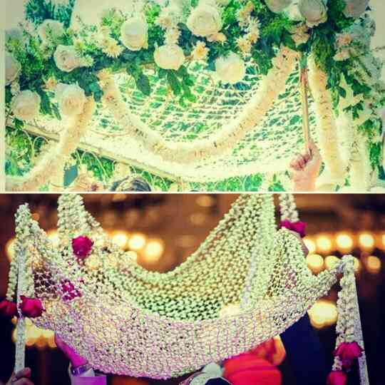 Phoolon ki chaddar made of Rajnigandha, Bela and roses with fillers ! When you walk the aisle for your wedding, flanked by your sisters and brothers. That moment, when all eyes are on you.