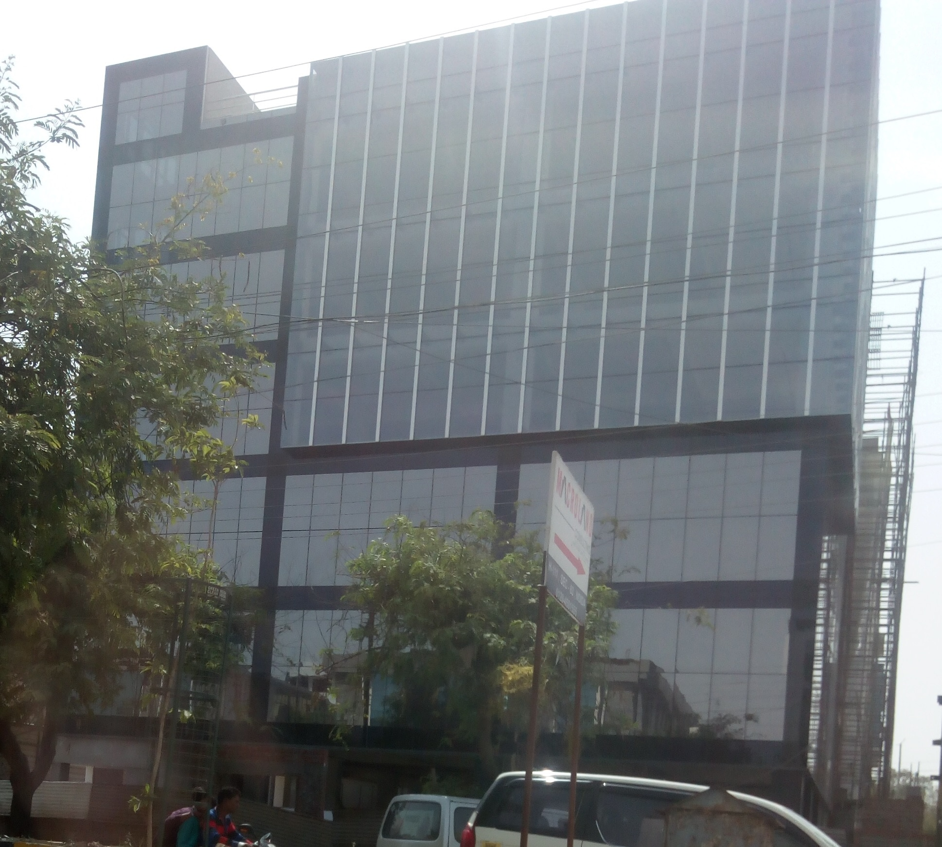 Sector 63, Noida - 32, 000 sq. ft. new A grade Building For Rent / lease in H block  Excellent Connectivity being Near NH-24 Highway and Delhi Metro - Noida Sector 63 Station.  Prime location with nearby Business / Office Hub and Executive Hotels  Corner Building with Two Side Open facing road 30 mtr. X 30 mtr.  Beautiful Construction with Excellent Glass Facade. Basement + stilt + ground + I + II + III