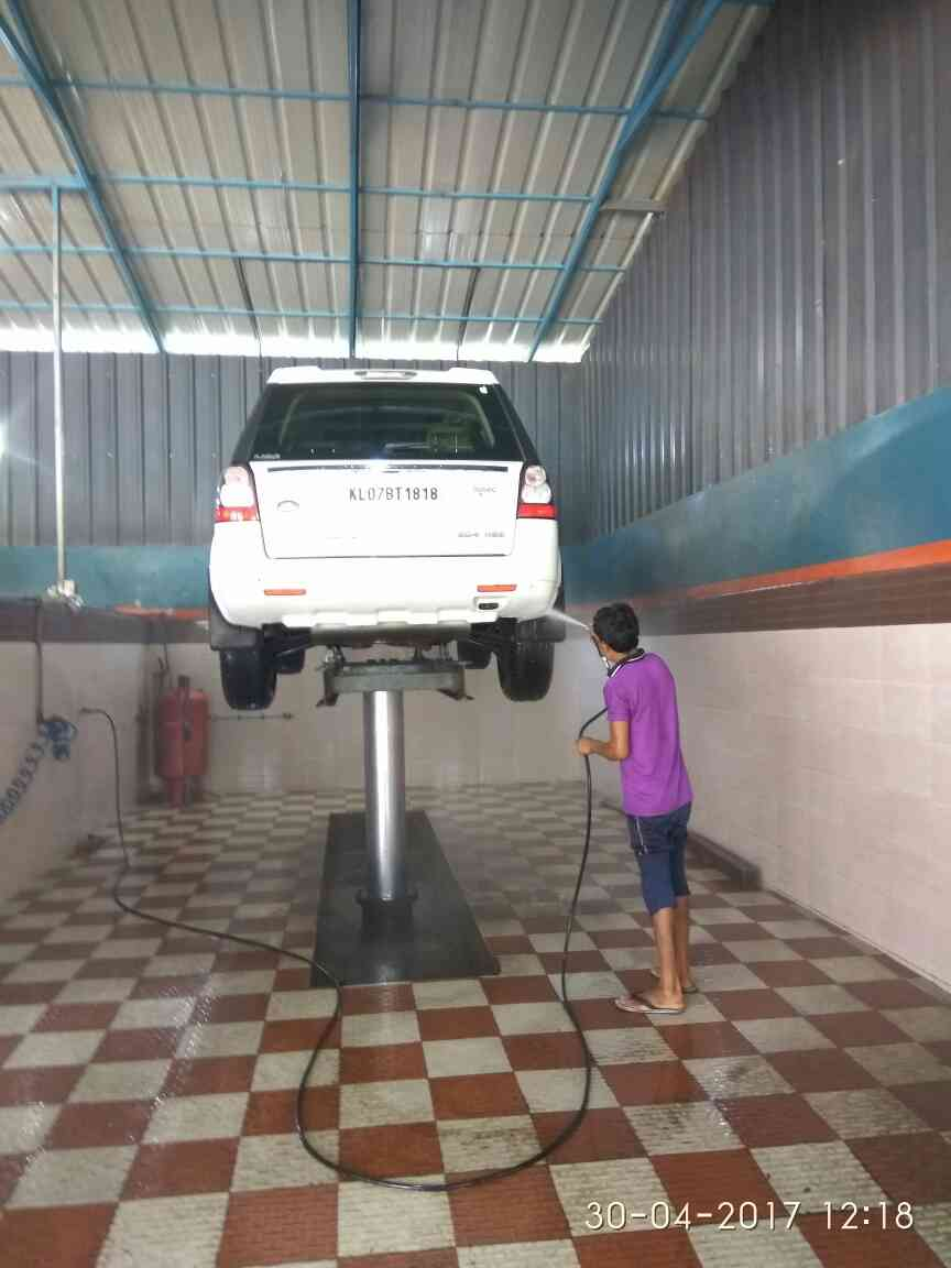 Schumak manufactures Hydraulic Washing Lifts in India. This Lifts are used for Washing Cars, Trucks, Buses, Two Wheelers & Three Wheelers. Schumak Jack's are CE Approved. Schumak is a 17 Years old Company with ISO 9001 Certification. Also Schumak Lifts are Approved in Maruti, Mahendra, Toyota and other major Car Dealership. Schumak manufactures following capacity  Washing Lifts 01.   1   Ton 02.    2   Tons 03.    4.  Tons 04.    8.  Tons and 05.    16 Tons