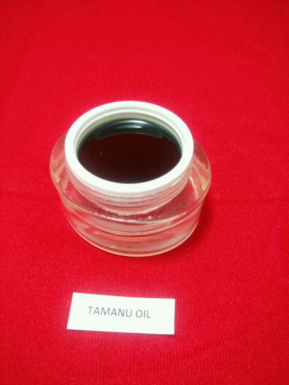 Well processed Tamanu Oil is high in antioxidants and rich in fatty acids. It has been used in anti-aging products due to its moisturizing and nourishing  properties.
