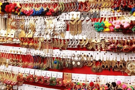 Best places to find Jhumkas in Delhi  Dilly haat  It's a craft bazaar-cum-authentic food plaza serving delicacies of every state; Delhi haat is situated opposite INA market run by Delhi Tourism and Transportation Development Corporation (DTDC). This place has one of the most traditional and authentic junk jhumkas at jaw dropping prices.  Explore More: https://www.delhipedia.com/Home/Category/Market& Shopping