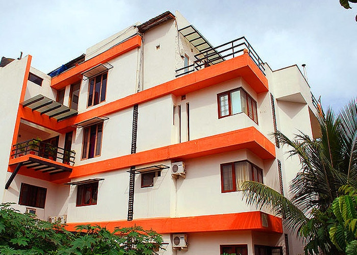 Best Service Apartment in Koramangala  Furnished Bedrooms with A/C and Non A/C Room Service, Housekeeping, Unlimited wireless 24 hrs power backup, Complementary breakfast