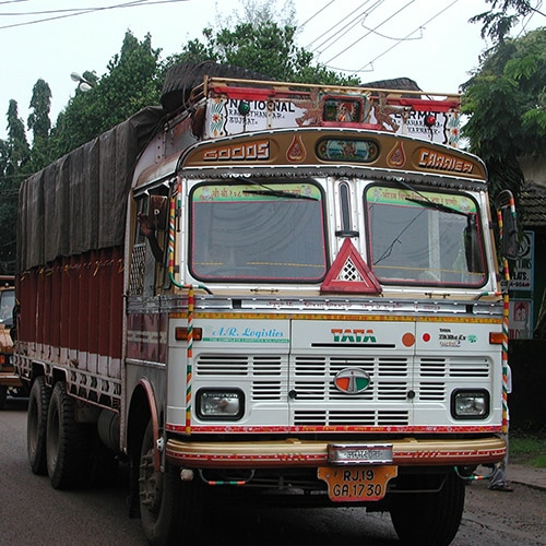 provides daily parcel services for Delhi and Kolkata