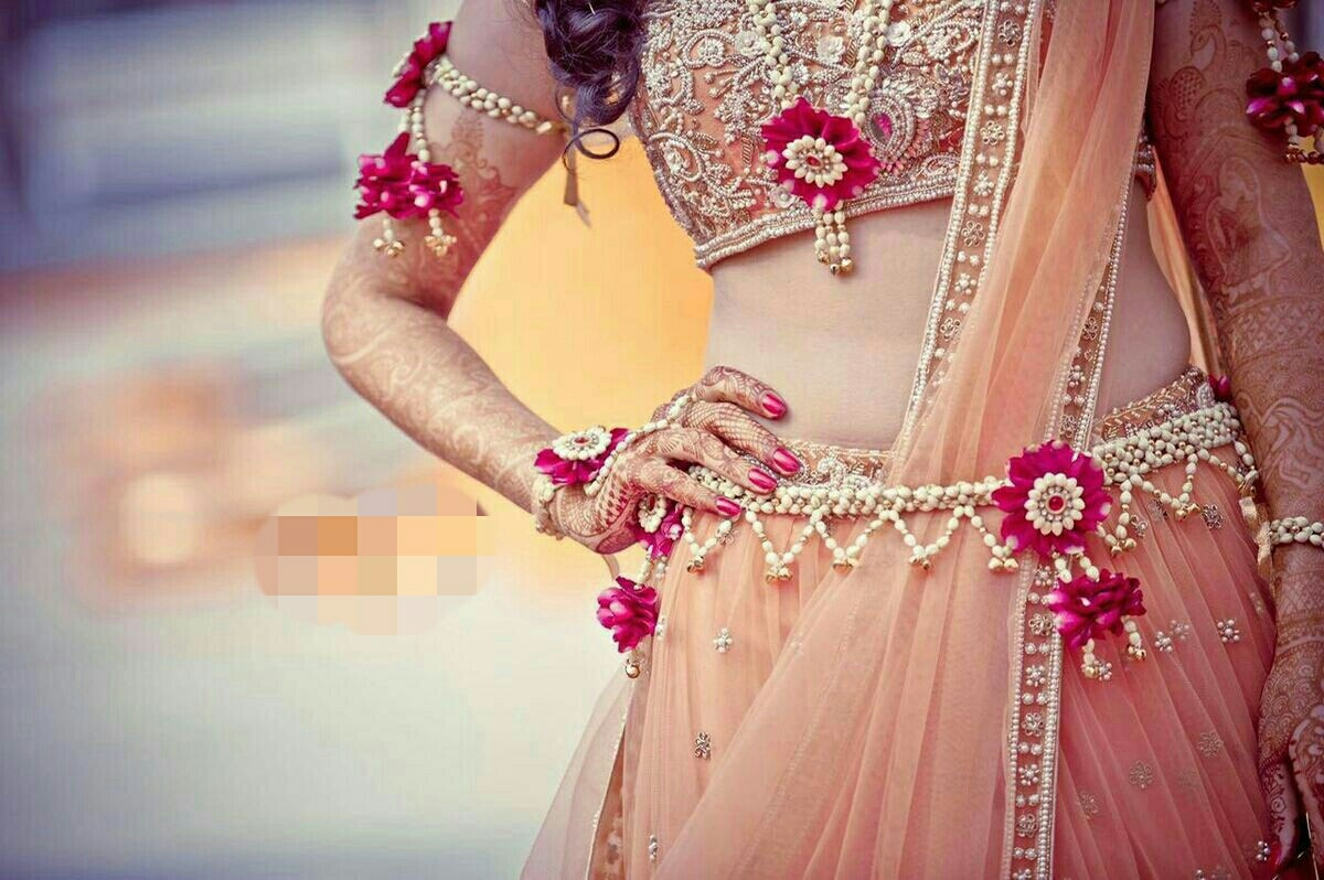 Flower jewellery for pretty brides! Enjoy your mehndi with your family and friends and while having fun get adorned with floral decorations to have a lasting memory. These masterpieces are intricately made and the result is great pictures for your wedding album. #InspiredFloralCreations