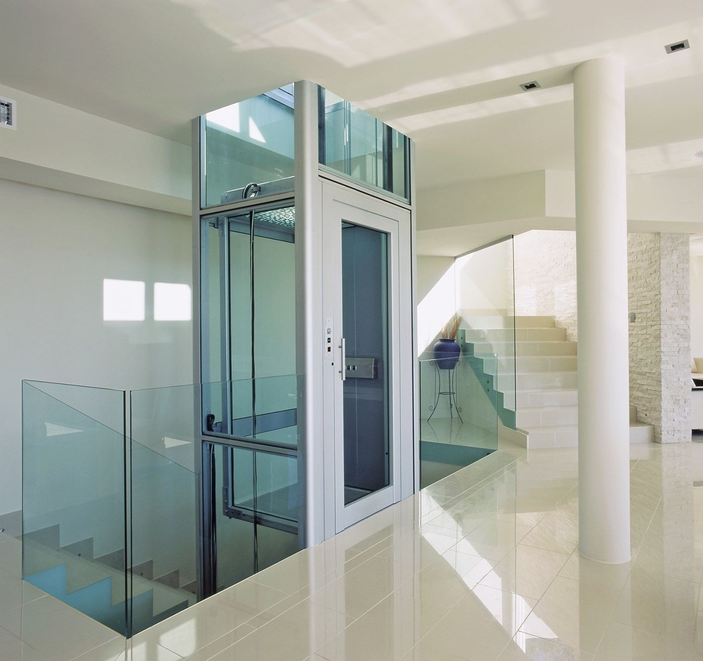 Hydraulic Lift in Mumbai. hydraulic lift. Hydraulic elevators. hydraulic lifts in Pune.