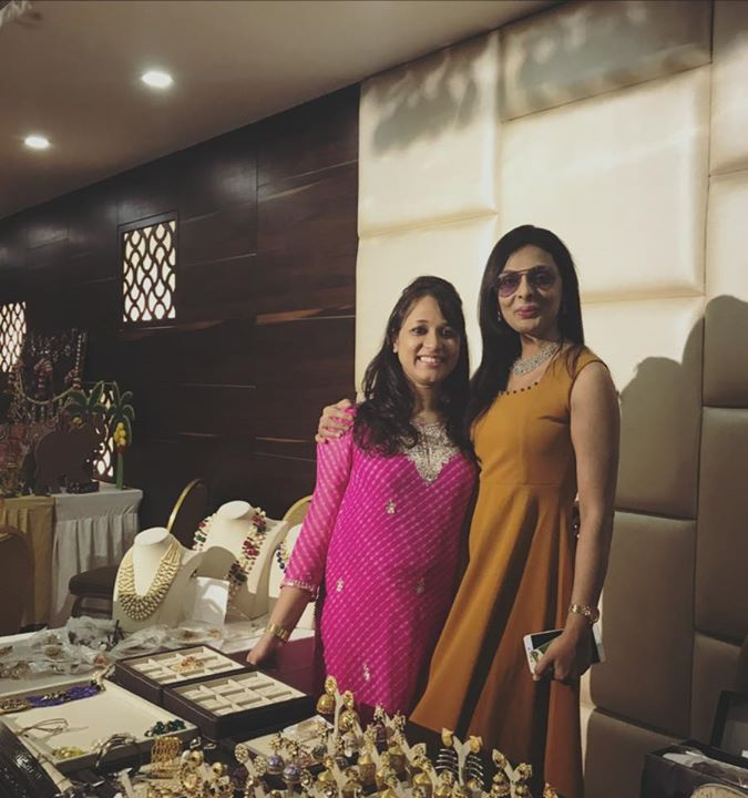 It was a great pleasure to have Mrs India 2017 at our booth and shop with us!! Tripti Arvind :)  #mrssindia2017 #selectjewels #triptiarvind #celebrity
