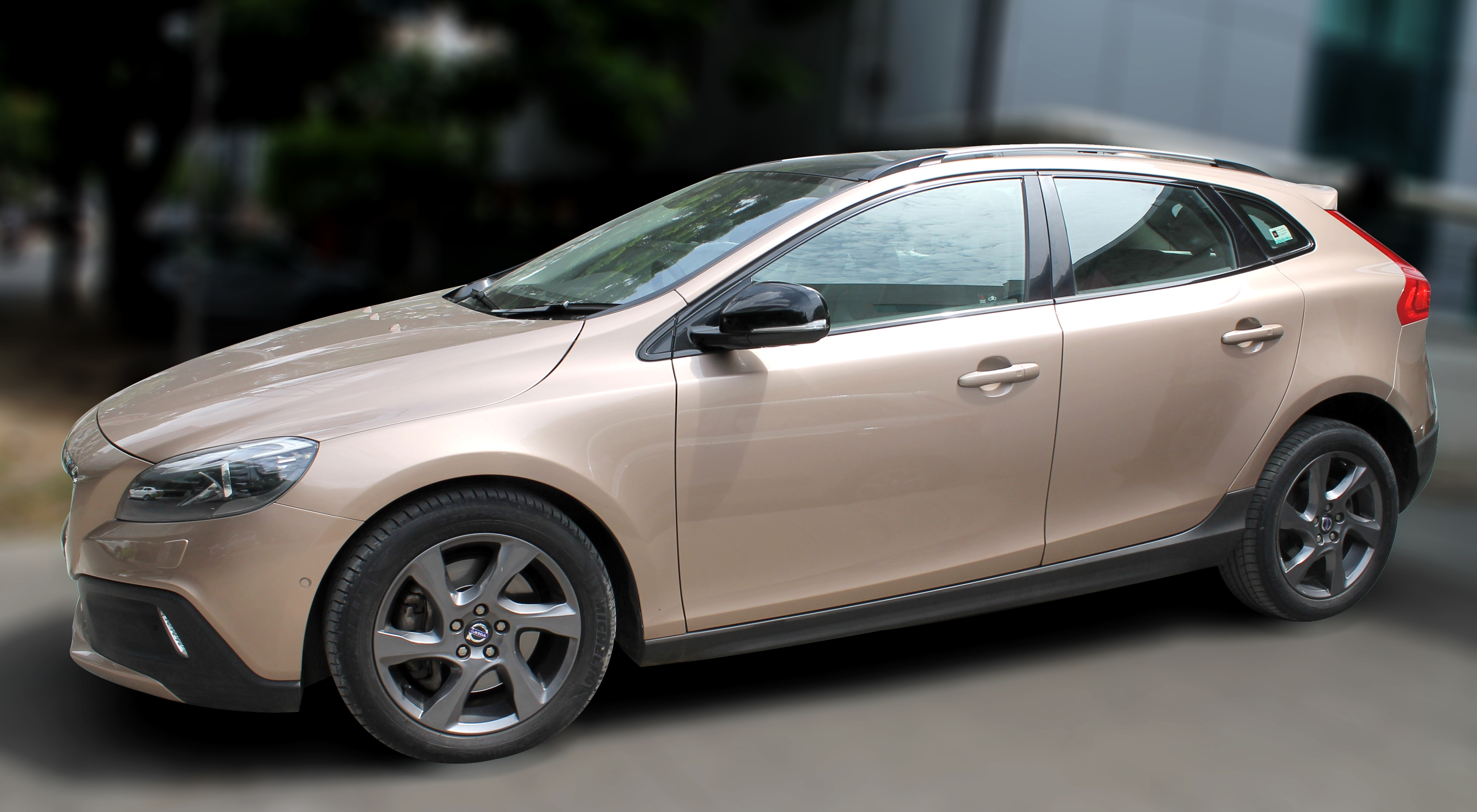 VOLVO V 40 CROSS COUNTRY D3 BSIV, (RAW COPPER COLOR, DIESEL) 2014 model done only 45, 000kms in absolute mint condition... buy now and get one year #service pack from us. For further info call 7569696666