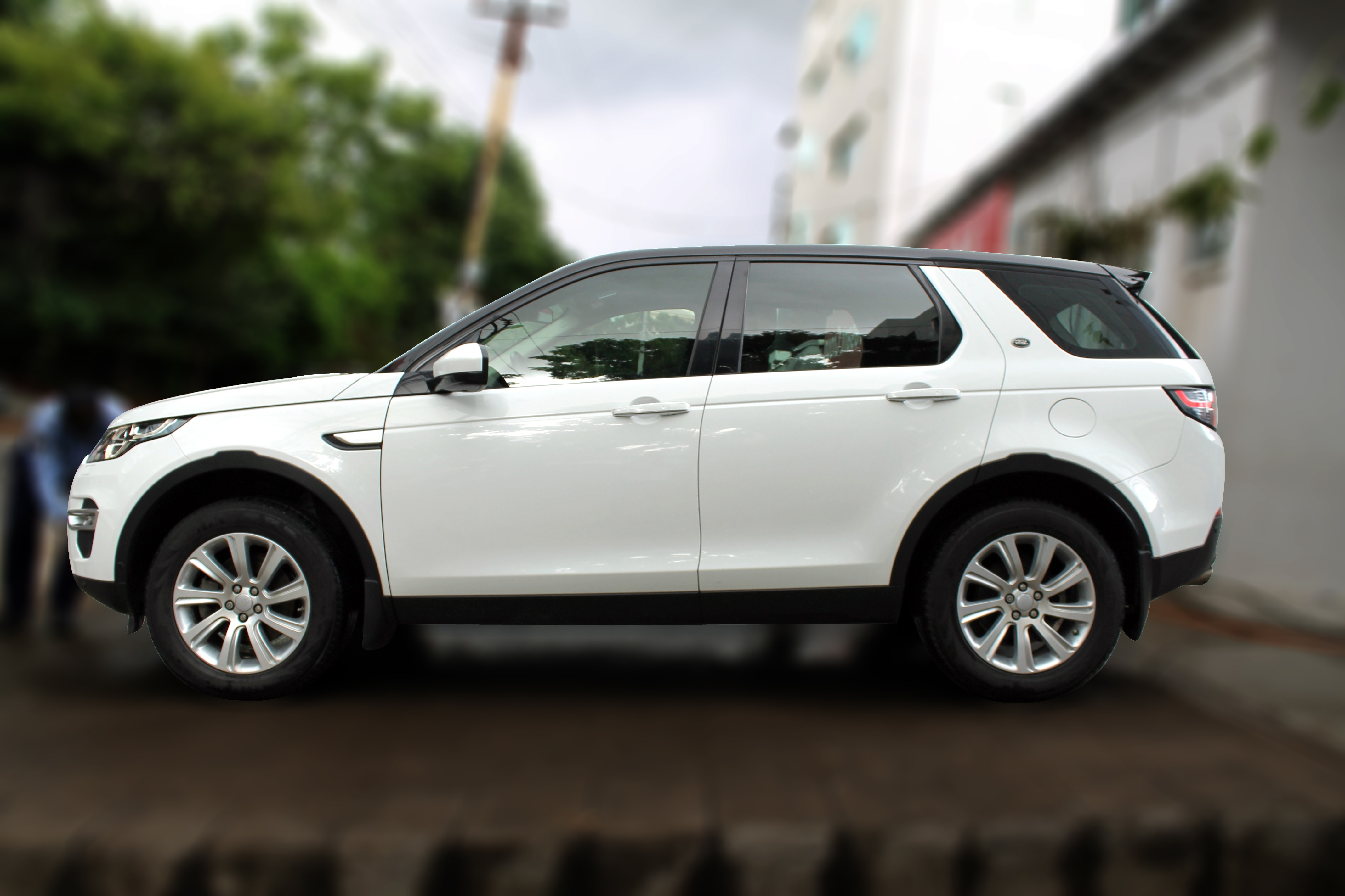 LANDROVER DISCOVERY SPORT 2.2L, (FUJI WHITE COLOR, DIESEL) 2016 model done only 24, 000kms in absolute mint condition... buy now and get one year #service pack from us. For further info call 7569696666