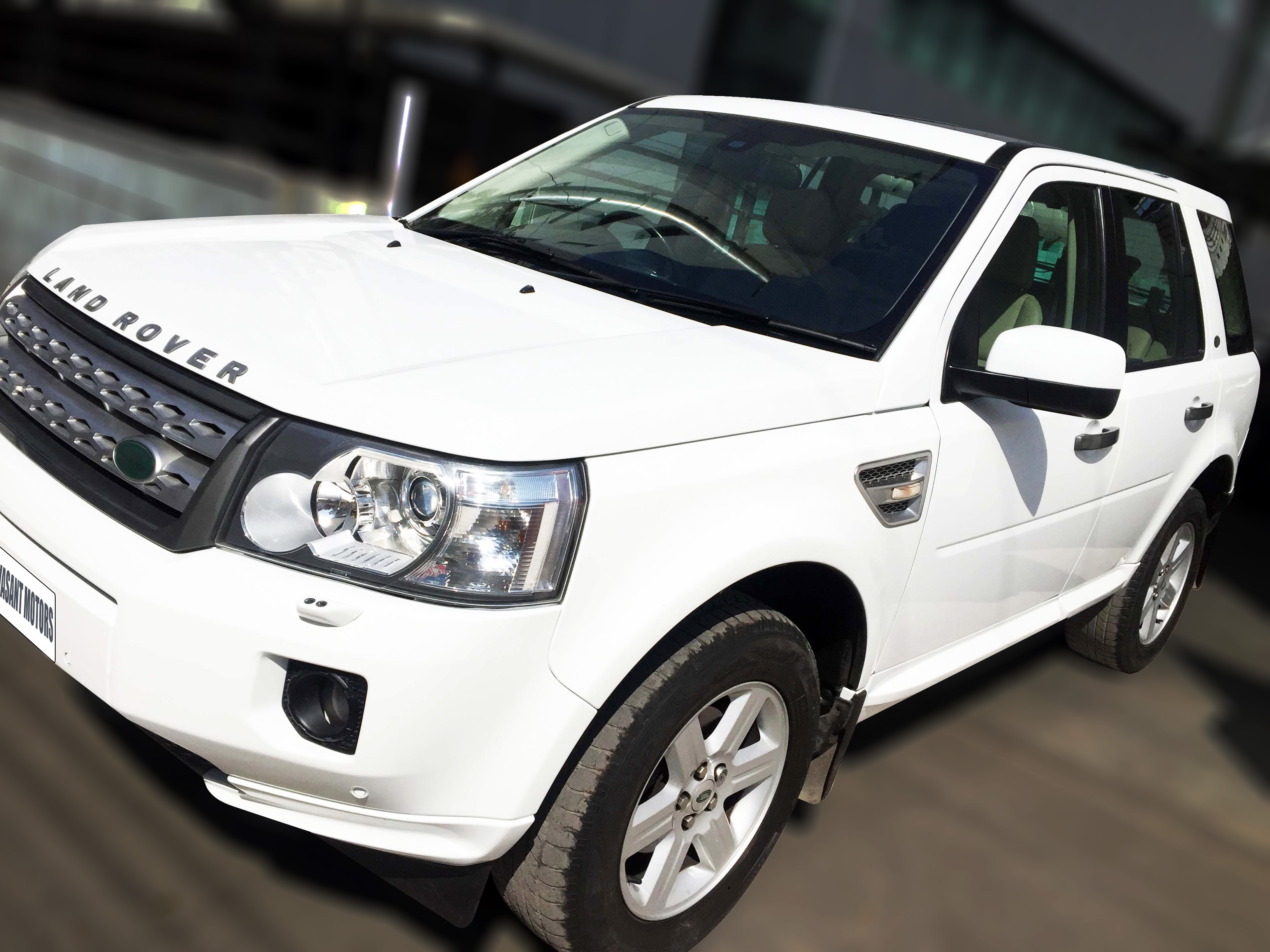 LAND ROVER FREE LANDER 2 TD4 2.2, (FUJI WHITE COLOR, DIESEL) 2011 model done only 68, 000kms in absolute mint condition... buy now and get one year #service pack from us. For further info call 7569696666