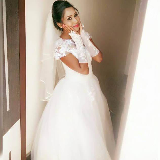 BEAUTIFUL CHRISTIAN WEDDING GOWNS IN BANGALORE