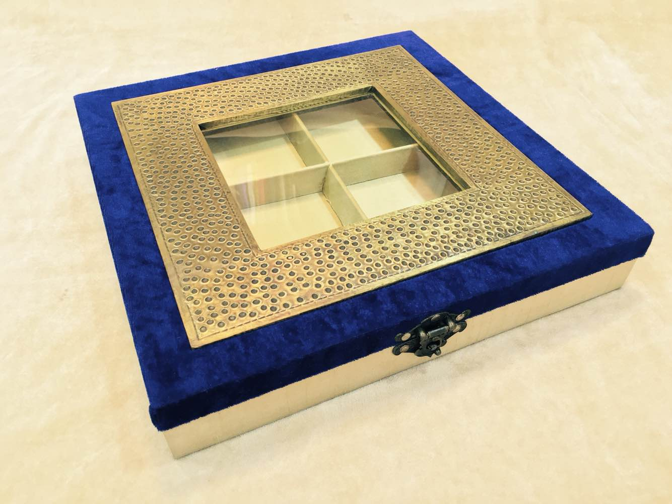 Brass Dry Fruit Box  We are leading manufacturer, supplier and wholesaler of Brass Dry Fruit Box in Delhi