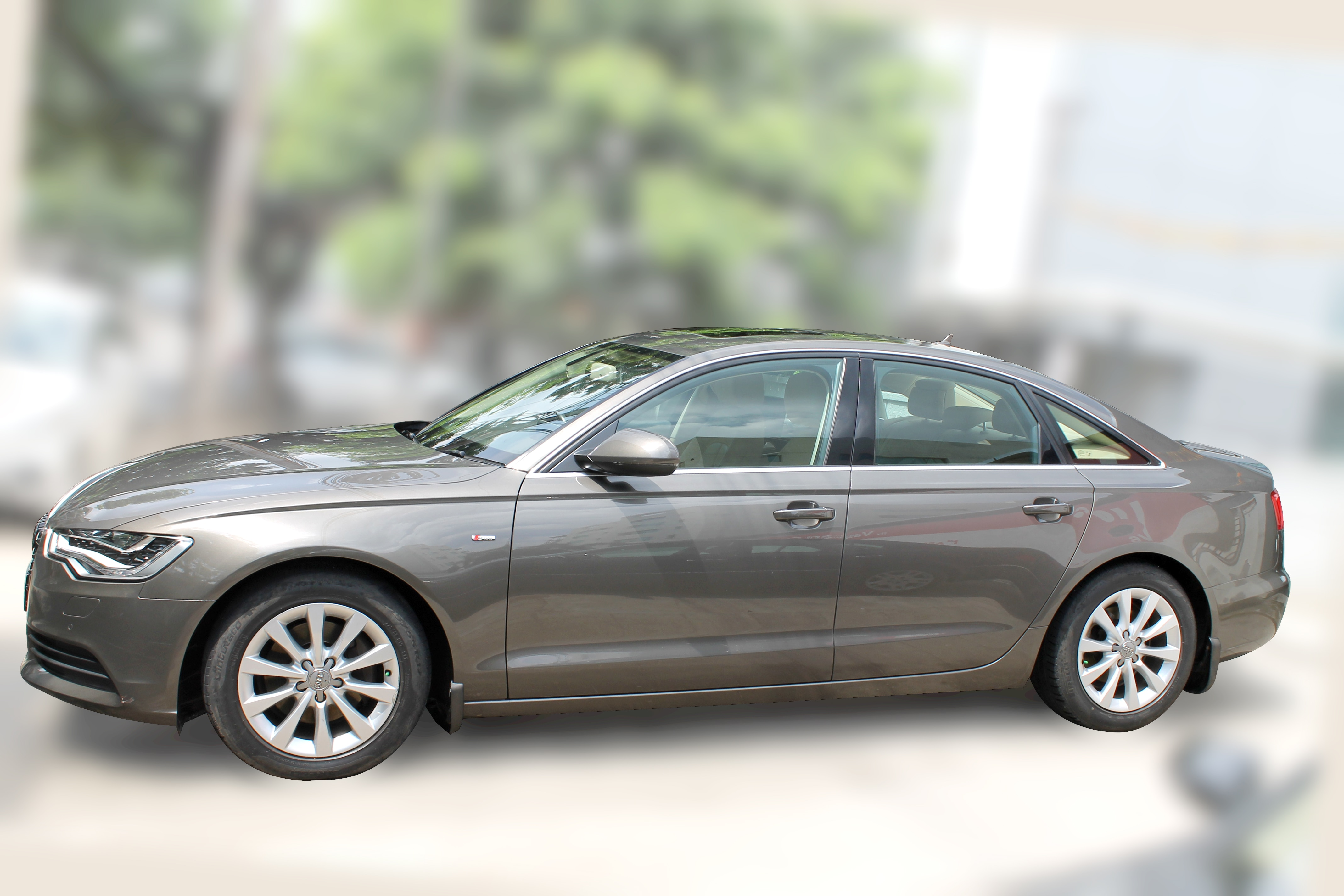 AUDI A6 2.0 TDI BSIV (DAKOTA GREY METALLIC COLOR, DIESEL) 2014 model done only 49, 000km in absolute mint condition... buy now and get one year service pack from us. For further info call 7569696666. visit us @ www.vasantmotors.in