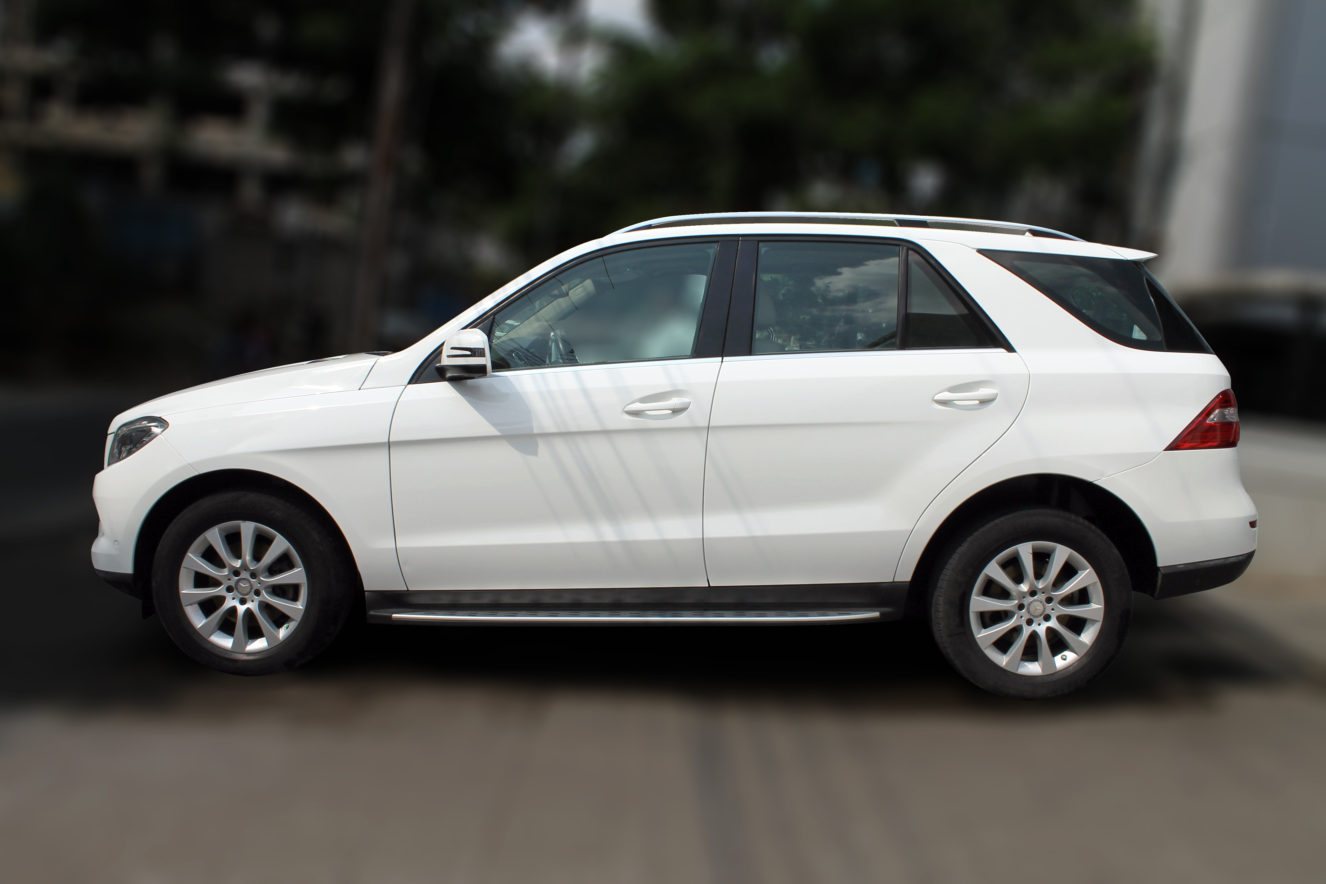 MERCEDES BENZ ML250 CDI (POLAR WHITE COLOR, DIESEL), 2014 in absolute mint condition... buy now and get one year servicepack from us. For further info call 7569696666. Visit us @ www.vasantmotors.in