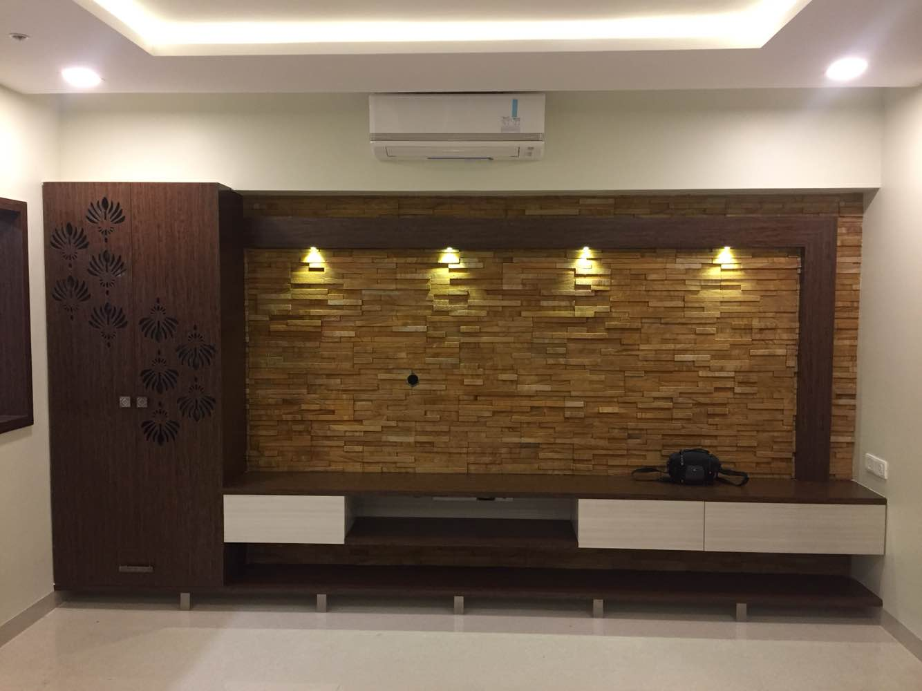 Living room is all about having a trendy TV unit. Our latest modular panelling TV unit along with stone cladding. Contact LEBONAH now for attractive offers on home interiors.