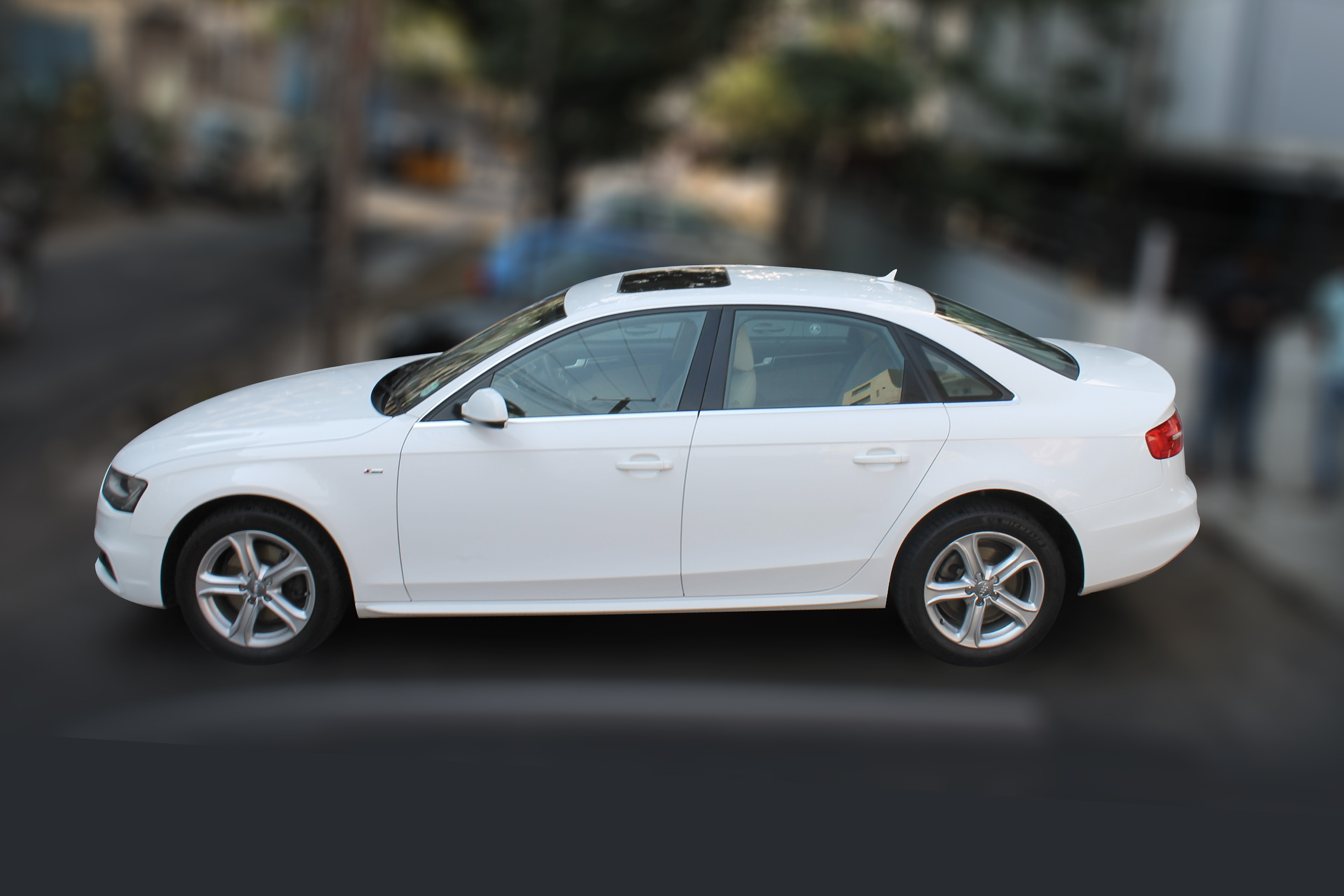 AUDI A4 2.0( IBIS WHITE COLOR, DIESEL), 2014 model done only 40, 000km in absolute mint condition. Buy now and get one year service pack from us. For further info call 7569696666.